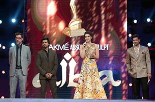 Beautful Kriti Sanon , Ali Fazal, Rajat Kapoor and Nikhil Dwivedi at AIBA Awards