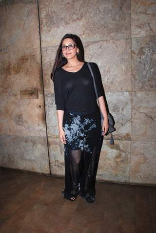 Sonali Bendre poses for the media at the Special Screening of Hamari Adhuri Kahani