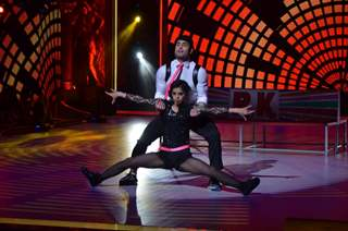 Vivian Dsena performing on Jhalak Dikhla Jaa 8