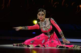 Sanaya Irani performing on Jhalak Dikhla Jaa 8