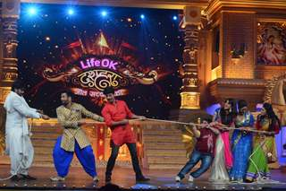 Tug of War at  Life OK Dussehra Special Programme - Jeet Sachchai Kee