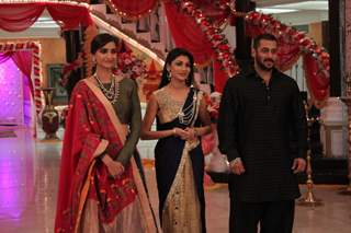 Salman and Sonam Promotes 'PRDP' on the sets of 'KumKum Bhagya'