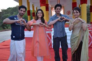 Shah Rukh Khan - Kajol Promotes 'Dilwale' on Sets of  'Saath Nibhana Saathiya'