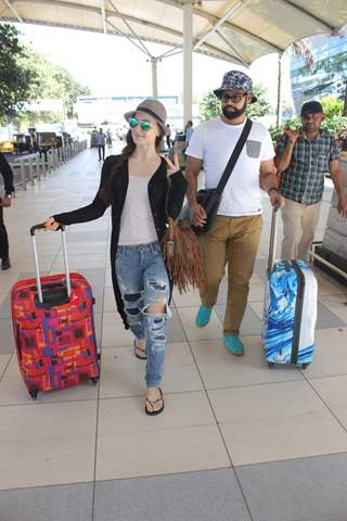 Elli Avram and VJ Andy Snapped at Airport