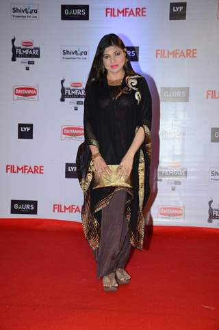 Alka Yagnik at Filmfare Awards 2016