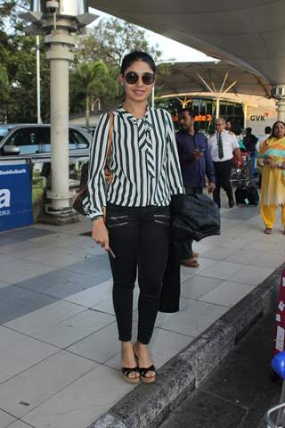 Sunidhi Chauhan Snapped at Airport