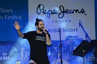 Ayushmann Khurrana Performs at Music Concert Held at Kala Ghoda Arts Festival 2016!
