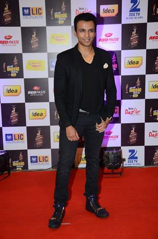 Abhijeet Sawant at Mirchi Music Awards 2016