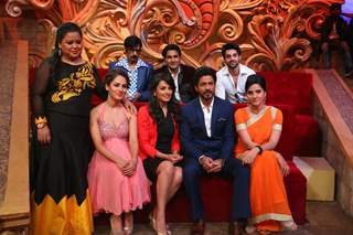Shah Rukh Khan with 'Comedy Nights Bachao' Team during Promotions of 'Fan'