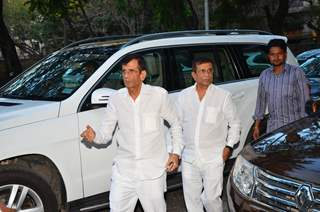 Abbas Burmawalla and Mustan Burmawalla at Firoz A Nadiadwala's Mother's Prayer Meet