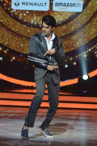 Manish Paul Promotes 'A Flying Jatt' on Jhalak Dikhhla Jaa
