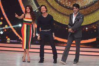 Jacqueline Fernandes, Manish Paul and Tiger Shroff Promotes 'A Flying Jatt' on Jhalak Dikhhla Jaa