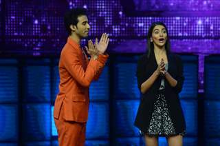 Raghav Juyal and Pooja Hegde Promotes 'Mohenjo Daro' on sets of Dance plus 2