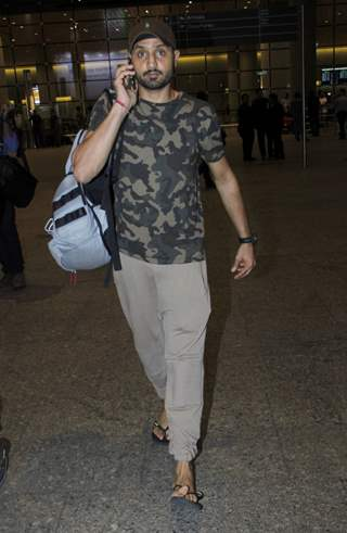 Harbhajan Singh spotted at Airport!