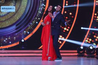 Katrina Kaif and Manish Paul at Promotion of 'Baar Baar Dekho' on sets of Jhalak Dikhhla Jaa