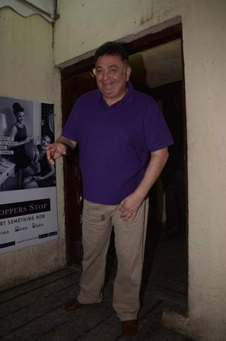 Rishi Kapoor mobbed by fans at Juhu PVR