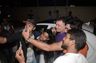 Rishi Kapoor posing for Selfie with fans at Juhu PVR