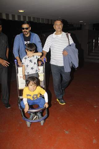Airport Diaries: Vivek Oberoi with his wife and Suresh Oberoi and other family members