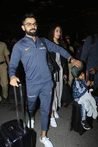 Virat - Anushka on their way to South Africa