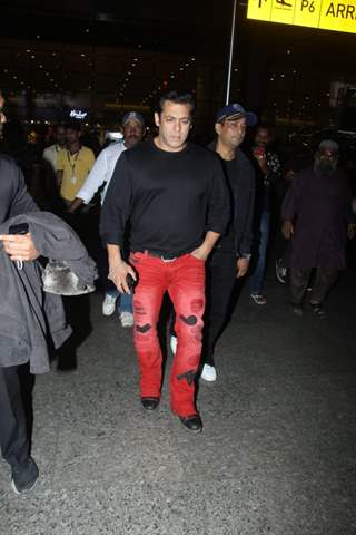 Bollywood actor Salman Khan Spotted at airport