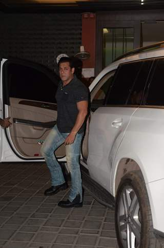 Salman spotted at Arpita's House in Bandra
