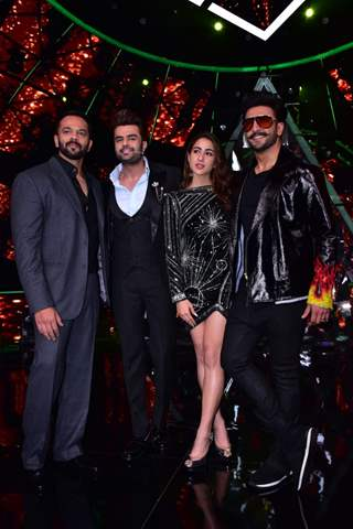 'Simmba' cast at the sets of Indian Idol 10 with Manish Paul