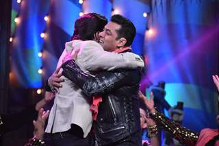 SRK and Salman Khan Snapped on the sets of Big Boss