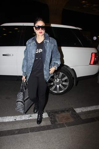 Kareena Kapoor snapped at Mumbai Airport