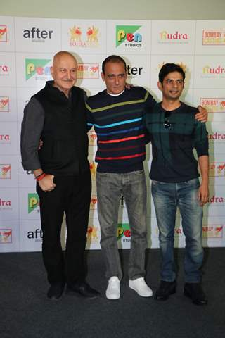Anupam Kher and Akshaye Khanna with Vijay Gutte at The Accidental Prime Minister trailer launch
