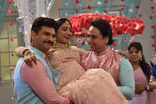 Kirti with Manish and Akhilesh at Baby Shower from Yeh Rishta Kya Kehlata Hai