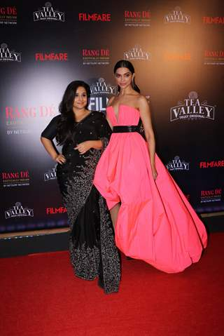Deepika and Vidya attend Filmfare Awards