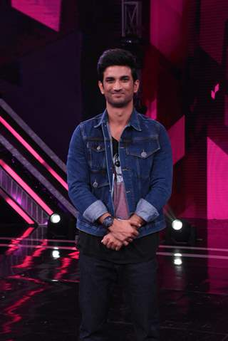 Sushant Singh Rajput snapped the sets of Super Dancer 3!