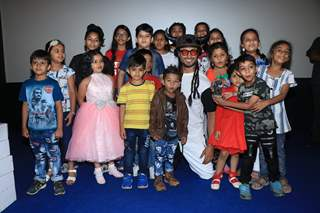 Vidyut Jammwal snapped with Children