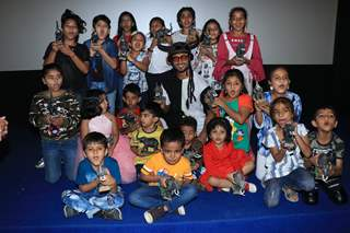 Cast of Junglee enjoy a gala time at promotions with children!