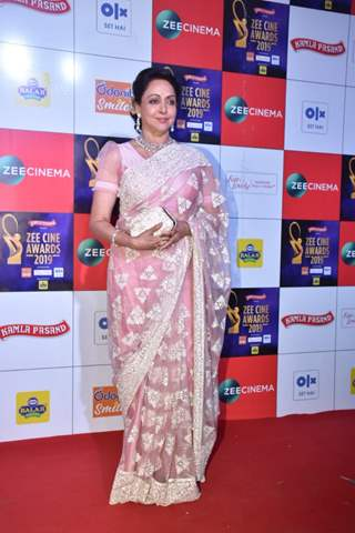 Hema Malini at Zee Cine Awards!