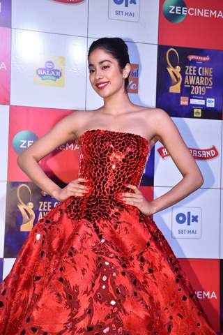 Janhvi Kapoor at Zee Cine Awards!