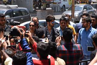Shahid Kapoor snapped with the paparazzi at the promotions of Kabir Singh