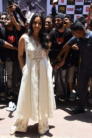 Kiara Advani snapped with the fans at the promotions of Kabir Singh
