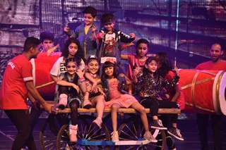 Aaradya Bachchan performs at the 25 Anniversary of Shiamak Summer Funk