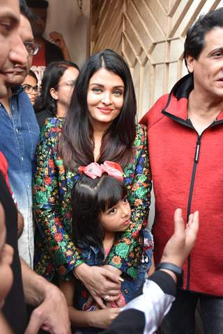 Bollywood Diva Aishwarya Rai Bachchan poses for a picture with Aaradhya Bachchan
