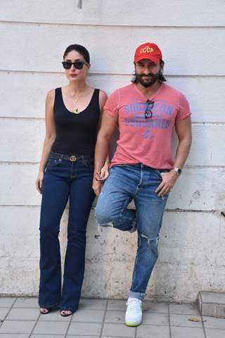 Kareena and Saif pose for a picture