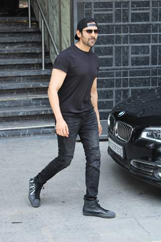 Kartik Aaryan snapped outside his gym