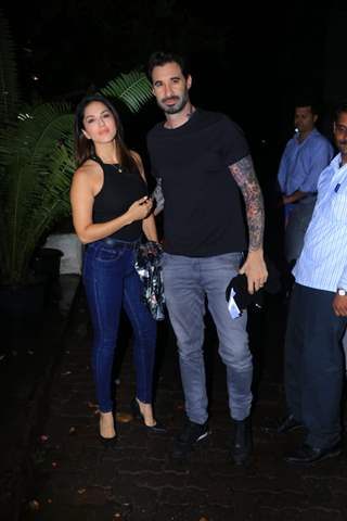 Sunny Leone with her husband spotted around the town!