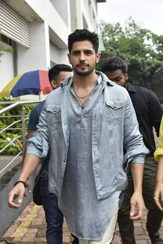 Sidharth Malhotra and Parineeti Chopra snapped during the promotions of Jabariya Jodi