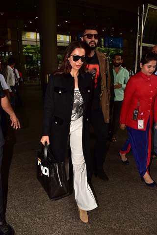 Malaika Arora and Arjun Kapoor spotted at the Airport!