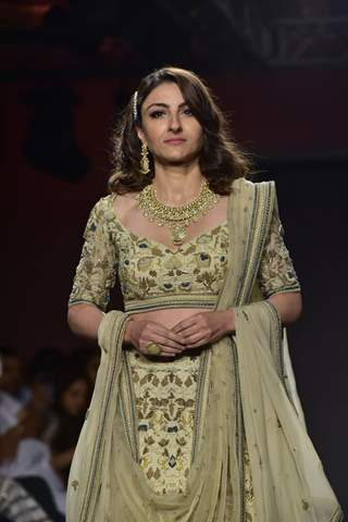 Soha Ali Khan walks the ramp at Lakme Fashion Week 2019!