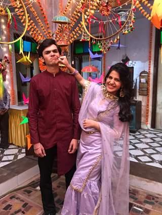 Gunjan (Simran Pareenja) with her brother