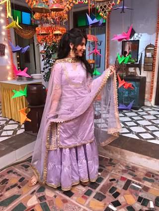 Gunjan (Simran Pareenja) at her roke ceremony