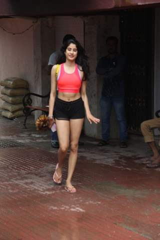 Janhvi Kapoor snapped around the town!