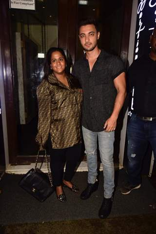 Aayush Sharma with wife Arpita Khan Sharma!